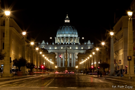"Via della Conciliazione with Saint Paul Basilica in the middle , Rome , Italy - "" Spectre "" filming location"