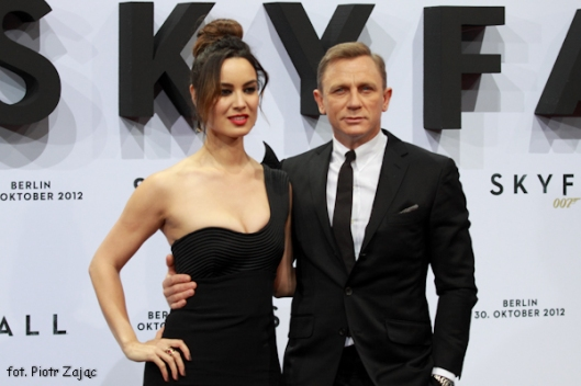 "Daniel Craig and Berenice Marlohe attend "" Skyfall "" premiere in Berlin"